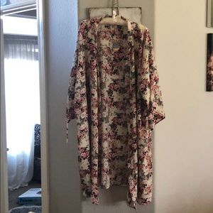 NWT Pink Blush Maternity Floral Robe. One Size.